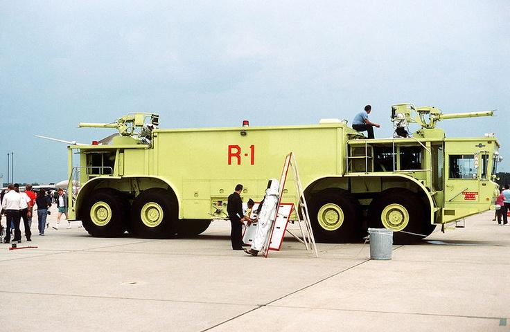 File:Oshkosh P-15 fire truck