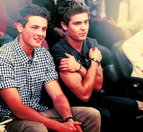 Zac Efron and his brother Dylan. Round of applause for the Efron parents ... wow