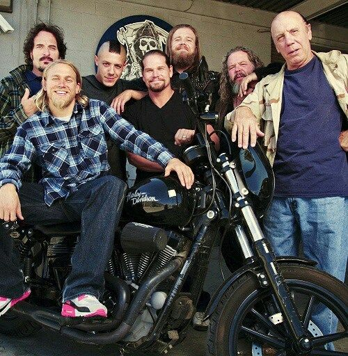SOA- Loved Opie's look right here! And I've never seen an actual biker that wears Nike or Sketchers, while riding or not riding a Motorcycle lol