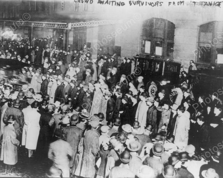 Crowd Waits For Titanic Survivors 8x10 Reprint Of Old Photo