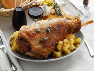 Cosciotto di agnello al forno con patate