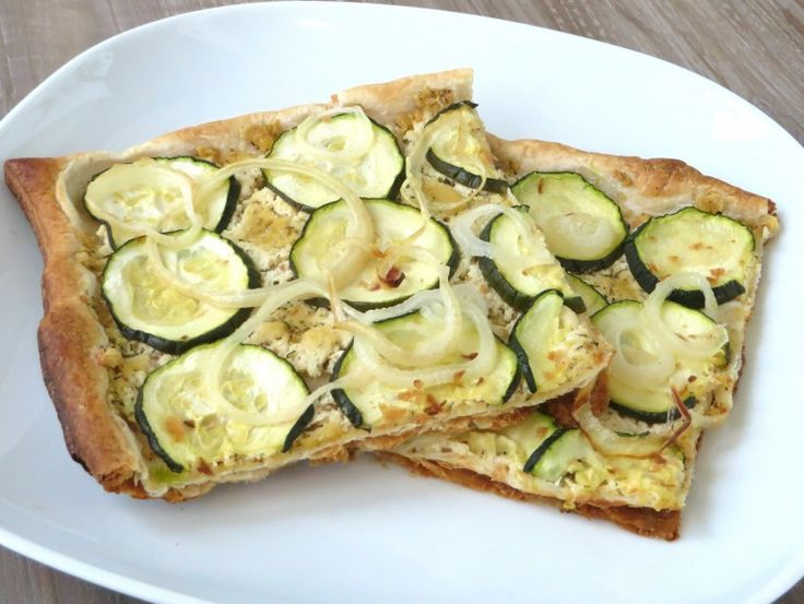 Courgette bladerdeegpizza, vegan - feta ipv tofu