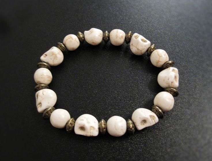 Bracelet élastique crane d'howlite blanc de la boutique TheAsaliahShop sur Etsy