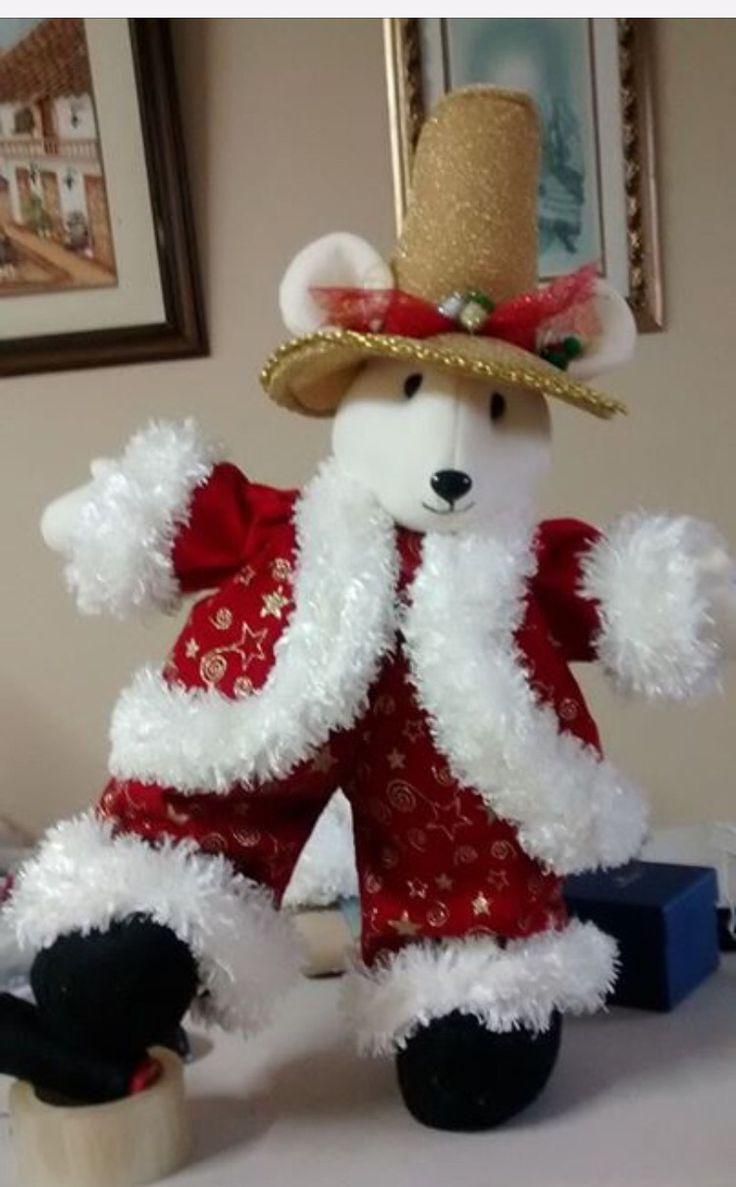 Elegante ratón bailando listo a celebrar las fiestas de fin de año