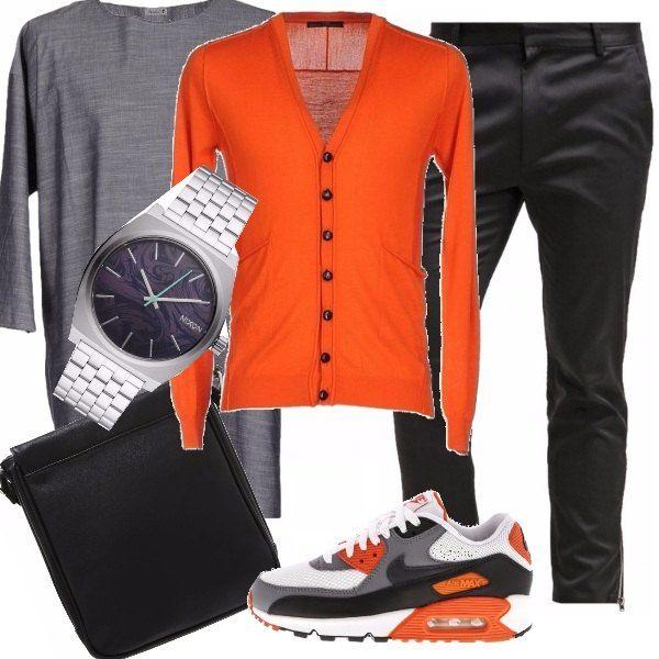 Iniziamo la giornata con stile, in ufficio, con dei pantaloni sopra la caviglia, maglia lunga a maniche 3/4 color grigio melange, sneakers arancione, grigio, nero e bianco, orologio semplice in acciaio e borsetta a tracolla.
