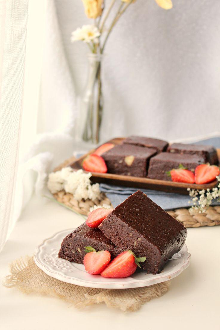 Raw Vegan Protein Brownies