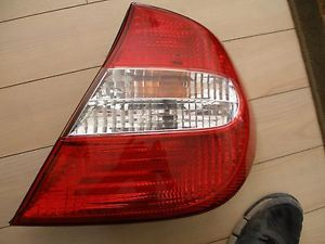 a oem 02 04 toyota camry 2002 2003 2004 tail light rightside passenger side right