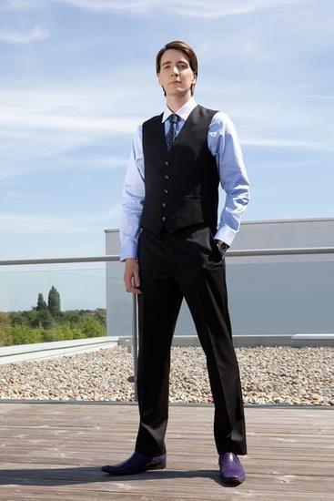 Оливер фелпс в костюме фото