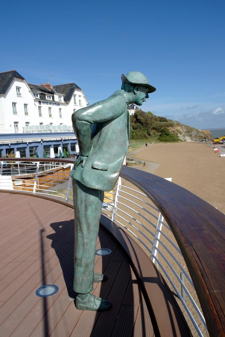 Monsieur hulot jacques tati plage de saint marc quelques kilom tres de la baule escultura - Cristaux de soude saint marc ...