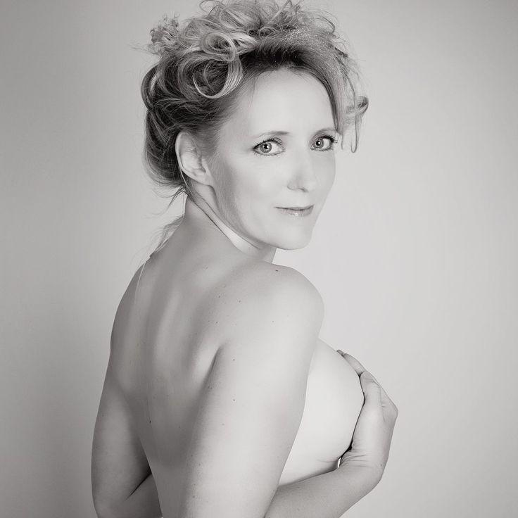 BRCA BABES CALENDAR 2014 National Hereditary Breast Cancer Helpline - Photography Model Mentor
