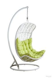 Подвесное плетеное кресло из ротанга