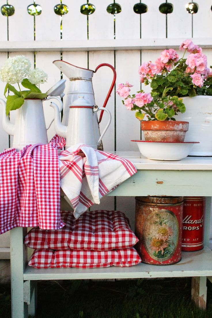 Spring always gets me wanting everything in cheery red gingham.......