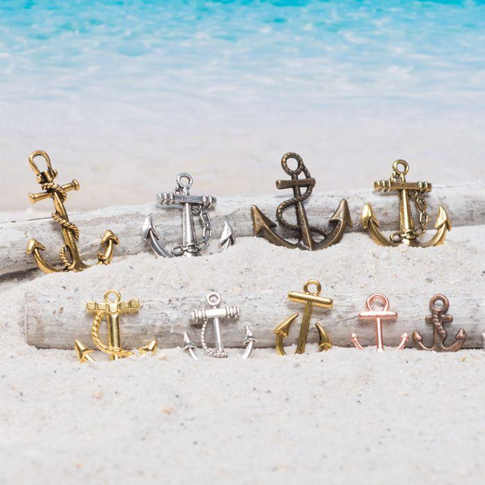 Verschiedene Ankeranhänger aus Metall für Kette, Armbänder oder für ein Schmuckstück nach Wunsch. Für fast jedes Schmuckstück haben wir eine Anleitung in unserem Online-Shop #ankerschmuck #anker #maritimerschmuck #perlen #schmuck #diyschmuck #schmuckanleitung #schmuckshop #selbstgemacht #jewelrymaking #schmuckdesign #schmuckideen #jewelryinspiration #jewelry #maritim