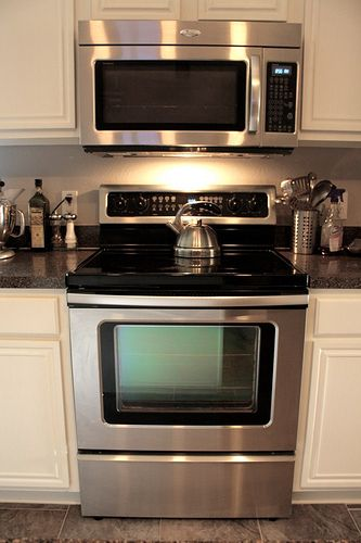 colors -- gray floor, dark counter, cream cabinets.  (This link is actually for a cleaning tip for glass top stoves.)