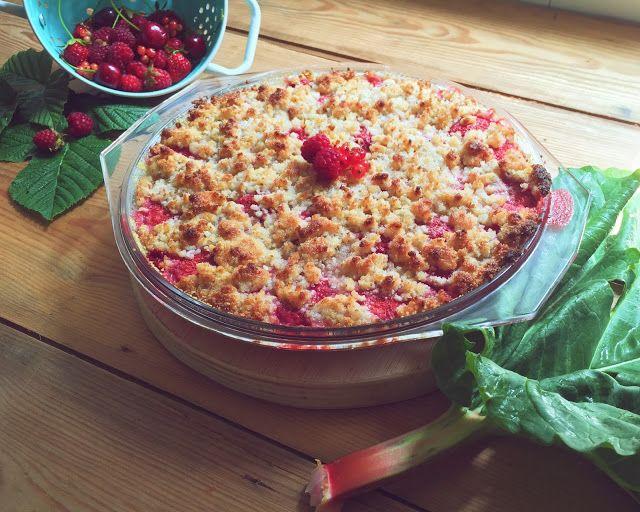 Crumble de Ruibarbo e Frutos Vermelhos com queijo de Cabra | Sobremesas de Domingo