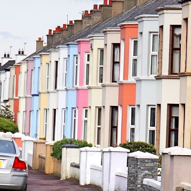 You'll find colorful houses and doors all over Ireland.