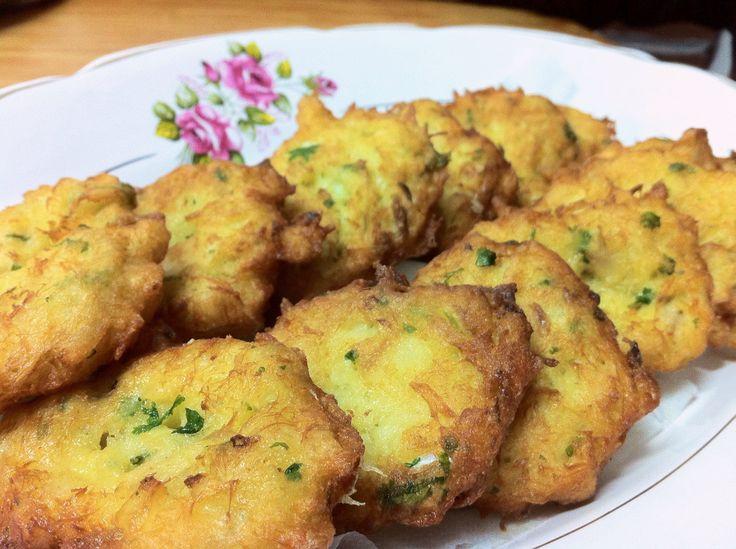 Pataniscas de bacalhau - um dos pratos típicos portugueses