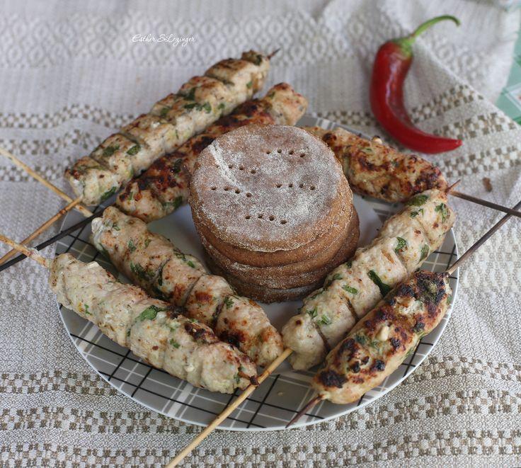 Бездрожжевые ржаные лепешки и куриные кебабы | Рецепты правильного питания - Эстер Слезингер