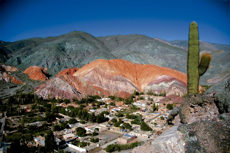Antigua tierra de los omaguacas, la Quebrada de Humahuaca fue declarada Paisaje Cultural en el año 2003. Emplazada en la provincia de Jujuy, en la región Norte de Argentina, la Quebrada muestra su belleza a lo largo de 170 kilómetros en una pronunciada pendiente Norte-Sur a ambos lados de la cuenca del Río Grande.  #PatrimonioNatural | #PatrimonioMundial | #Paisaje | #QuebradaDeHumahuaca | #Jujuy | #Argentina | #ArgentinaEsTuMundo | #Norte | #NorteArgentino