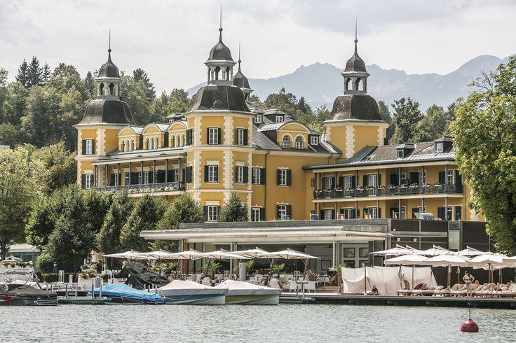 """SCHLOSSHOTEL VELDEN   VELDEN AM WÖRTHSEE   KÄRNTEN   AUSTRIA   5*   Majestätisch: das 5-Sterne-Hotel """"Schloss Velden"""" an der Seepromenade   Traumhafte Kulisse am Wörthersee   Falkensteiner Schlosshotel Velden"""