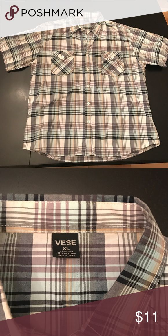 👔Short sleeve button down shirt👔 Gently used Vese Shirts Casual Button Down Shirts