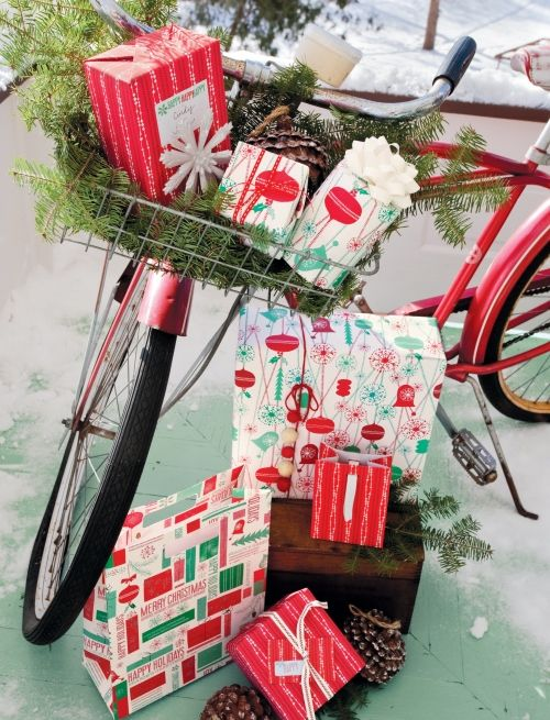 super cute Christmas bike! Need to try this with Mom and Tiff's vintage bikes they got!