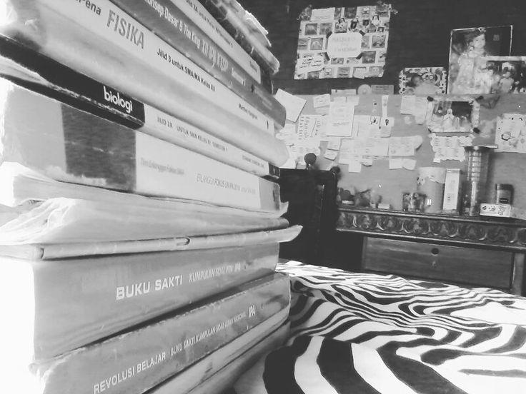 Studyhard and preparing for national exam! Asikin aja-- #studyblr #studyhard #bujour