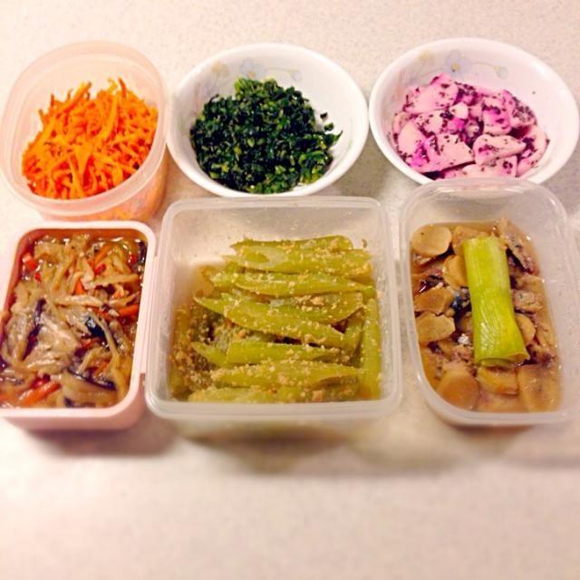 明日からお仕事が忙しいから副菜をいっぱい作り置きしました - 101件のもぐもぐ - 常備菜作り/にんじんとアンチョビ炒め&ふきの葉と山椒の佃煮&長芋のゆかり和え&切り干し大根&ふきのキンピラすりピーナツ和え&新生姜とイワシの煮物 by foolspark
