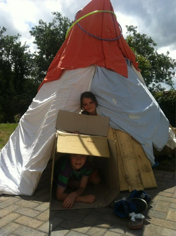Kids told there's the wood and boxes make a Den, resilience was needed ;-) Via @KateBoot