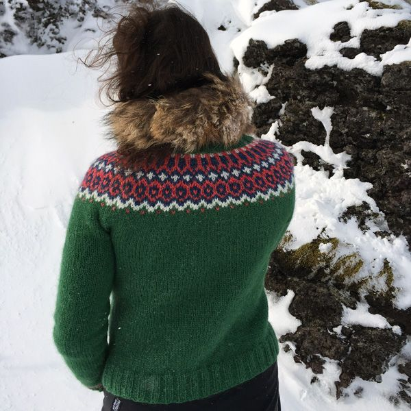 Gamaldags lopi sweater Knitting pattern: http://icelandicknitter.com/en/models/gamaldags/