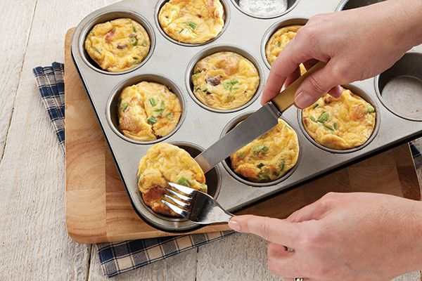 Quick, easy and pretty as a picture, these little nutritional powerhouses are great for a grab-and-go breakfast or a light summertime dinner. http://www.spur.co.za/sauces/recipes/frittata-muffins