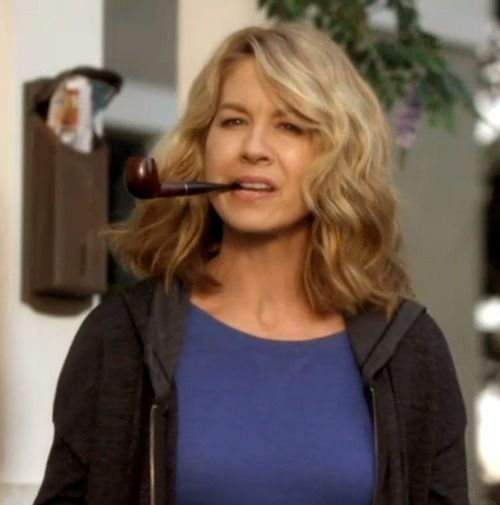 "Jenna Elfman as Joyce Fisher in the NBC series ""Growing Up Fisher""."