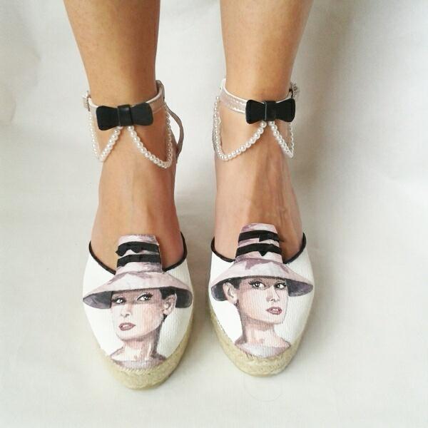 Al más puro estilo Audrey Hepburn #alpargatas #novias #bodas