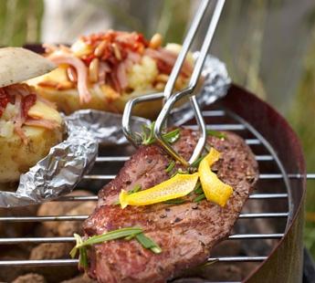 Biefstuk met rozemarijn en citroen en gevulde aardappelen met ham en gedroogde tomaat - Recept - Jumbo Supermarkten