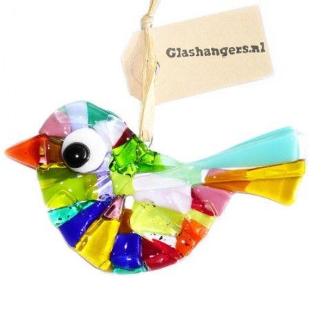 Handgemaakte glazen vogel van gekleurd glas. Unieke raamhanger of vogelhanger voor de tuin!