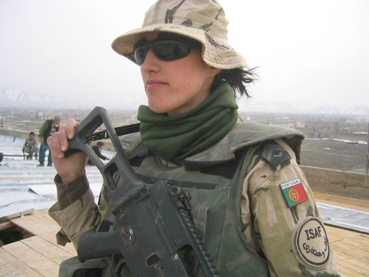 The Angel of Death : Portuguese Army woman soldier in Afghanistan.
