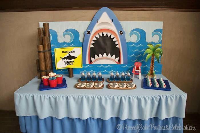 Mesa decorada da festa do tubarão