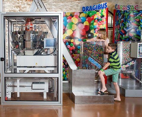 Les ensacheuses à Dragibus à retrouver dans les espaces du Musée du Bonbon Haribo à Uzès dans le Gard, France
