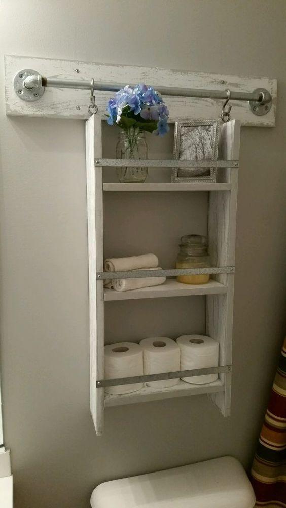 Whitewashed Storage Rack with Towel Bar Hooks Mais