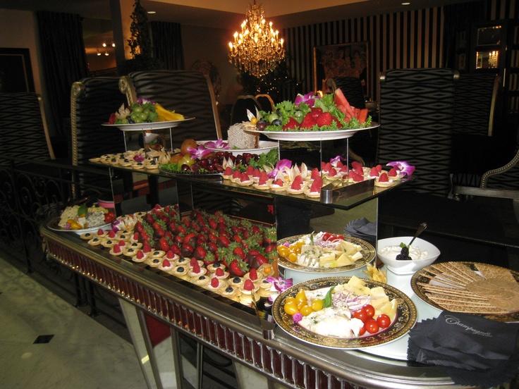 103 best set ups buffet images on pinterest for Ensemble table buffet