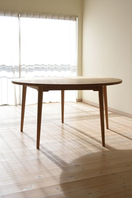ナラ丸ダイニングテーブル(5本脚) 直径135cm / カグオカ