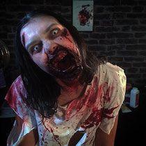 Maquillage halloween Zombie réalisé avec des prothèses en latex , du faux sang , des lentilles de zombie , du plasto wax de chez Makeup for ever et des fards gras de chez Fardel