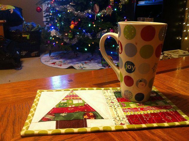 Christmas mug rug