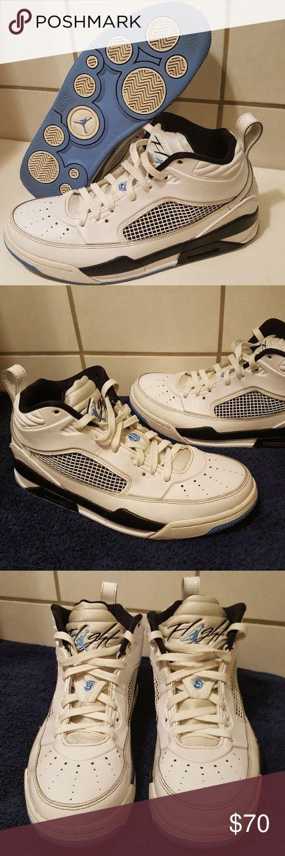 Jordan flight sneakers men's size (9) Clean and in very nice condition Jordan flight men's size (9).   FIRM PRICE ✔  Adidas, yeeze, Reebok, NiKE, JORDANS air, new balance, Puma, VANS, Under armour, saucony, Brooks, converse, Chuck Taylors Jordan Shoes Sneakers