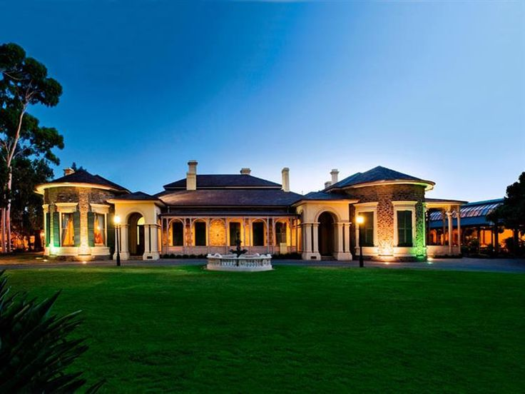 @AyersHouse [ADELAIDE] Dreaming of a glamorous country-house wedding in the city, you've found it! Ayers House stately mansion is a boutique wedding venue in modern-vintage taste.