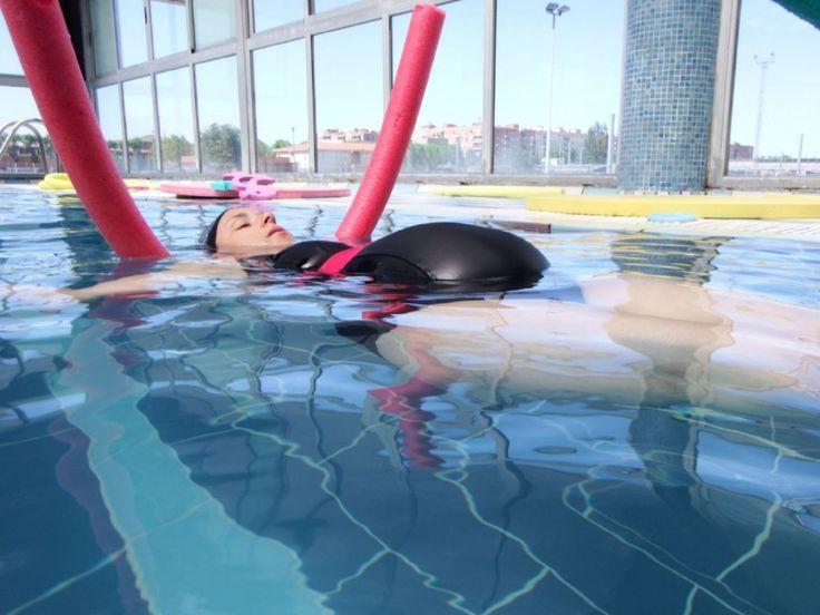 La natación siempre ha sido uno de mis deportes favoritos y cuando supe que era uno de los más recomendados para las embarazadas, me llevé una gran alegría.Estar en el agua siempre me ha gustado, …