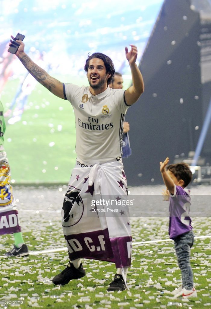 Isco Alarcon celebrates uring the Real Madrid celebration the day after winning the 12th UEFA Champions League Final at Santiago Bernabeu stadium on June 4, 2017 in Madrid, Spain.