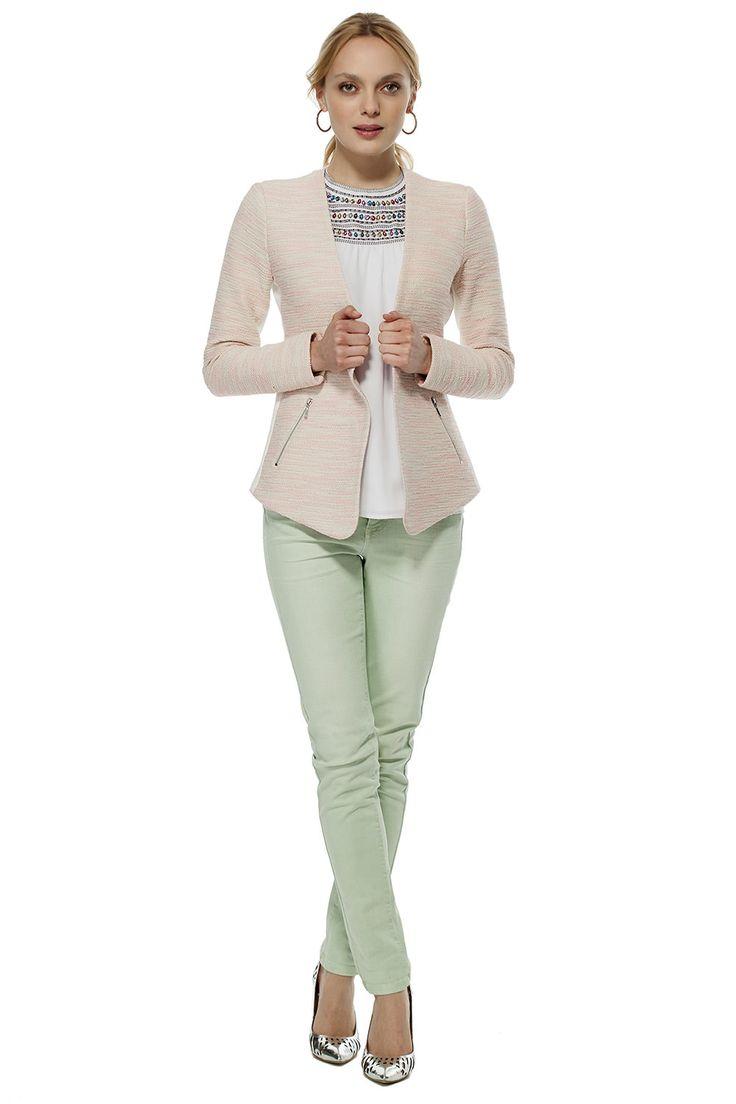 Look pastel : Veston rose pâle et pantalon étroit vert pâle / Pastel look : Light pink jacket and light green skinny jean