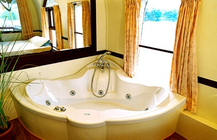Jacuzzi in Houseboat