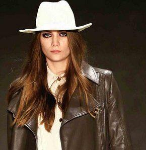 İstanbul, moda dolu bir haftaya girmeye hazırlanıyor. 7-11 Ekim arası gerçekleşecek Mercedes-Benz Fashion Week İstanbul'da ilkbahar-yaz 2014 kreasyonları, Kuruçeşme Arena'da podyuma çıkıyor
